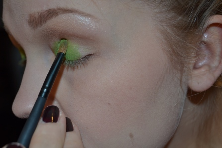 start by applying the brightest color on your eyelid. prefferebly use a brush made out of real hair and one that is not to soft. To get the color on there, you need a brush with a bit of structure. At this stage the color you add don't have to look pretty, feel free to mess about and really get the color in there!!